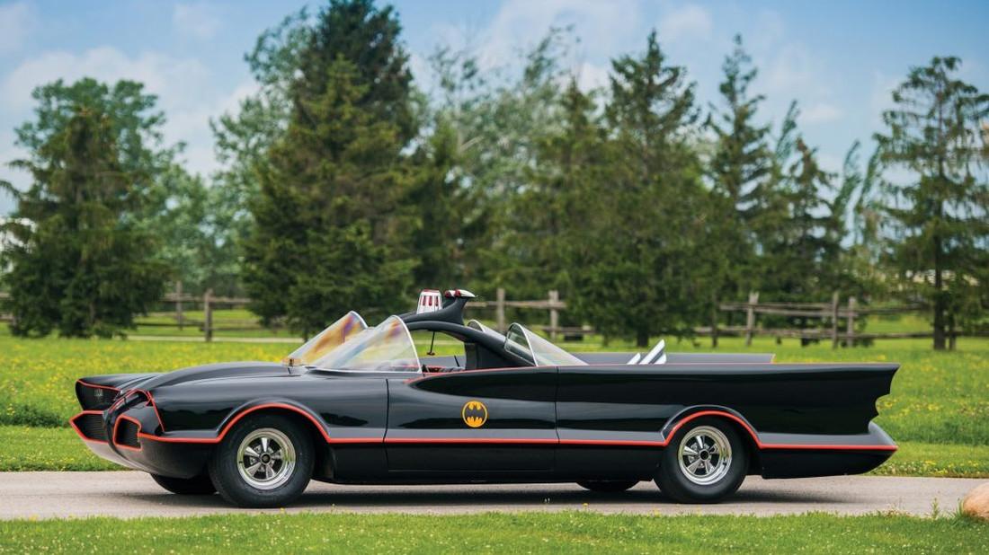 To Batmobile του 1966 ψάχνει τον Μπάτμαν της διπλανής πόρτας
