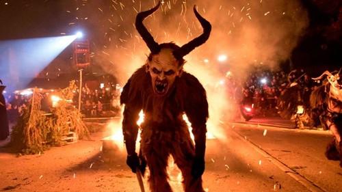 Το Krampus Night είναι το πιο τρομαχτικό χριστουγεννιάτικο έθιμο