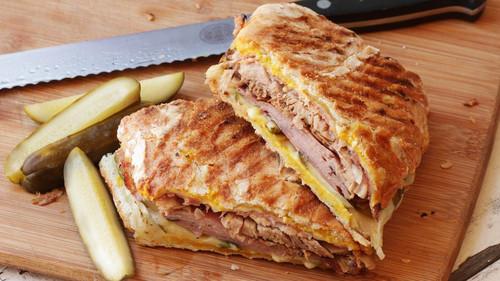 Προφανώς και τα κρέατα της προηγούμενης ημέρας γίνονται σάντουιτς