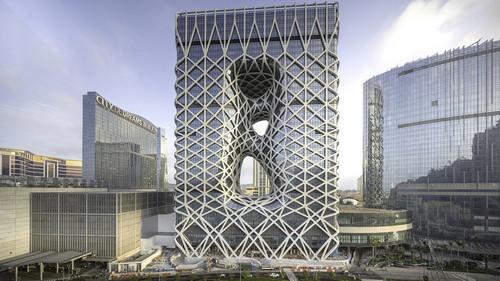 Η σύγχρονη αρχιτεκτονική και η πολυτέλεια έσμιξαν σε ξενοδοχείο της Κίνας