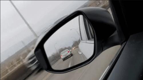 Τρελάρας οδηγός διανύει με όπισθεν κεντρική λεωφόρο!