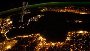 Έτοιμος να κάνεις το γύρο της Γης με δορυφόρο;