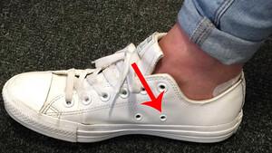 Ανακαλύψαμε επιτέλους τι ρόλο βαράνε ΑΥΤΕΣ οι τρύπες στα πλάγια των παπουτσιών