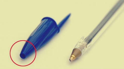 Έχεις αναρωτηθεί ποτέ γιατί υπάρχει ΑΥΤΗ η τρύπα στο καπάκι του στυλό;