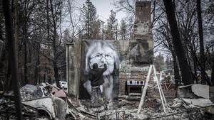 Ο καλλιτέχνης που προσφέρει σφυγμό στην καμένη γη της Καλιφόρνια