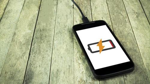 Τέσσερις τρόποι για να φορτίσεις γρηγορότερα το κινητό σου τηλέφωνο