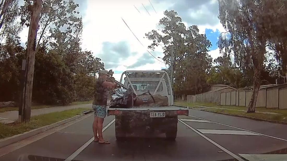 Μερακλής οδηγός σταματάει την κυκλοφορία για να πάρει την μπίρα από την καρότσα