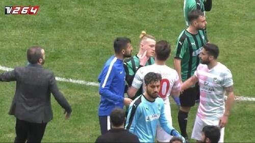 Βγήκαν ξυραφάκια σε τουρκικό αγώνα ποδοσφαίρου