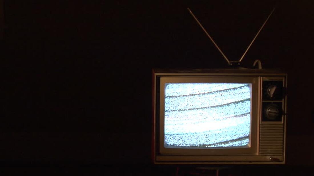 Γιατί δεν πρέπει να κοιμάσαι με την τηλεόραση ανοιχτή