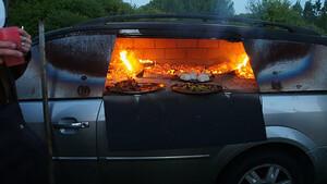 Συγχαρητήρια στον άνθρωπο που έκανε φούρνο για πίτσες το παλιό του αυτοκίνητο