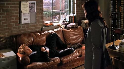 Είναι ο ύπνος στον καναπέ μία ένοχη απόλαυση;
