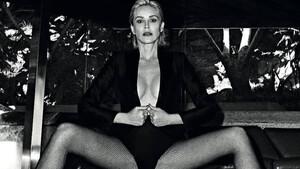 Η Sharon Stone μόλις έκανε την πιο σέξι φωτογράφηση της ζωής της