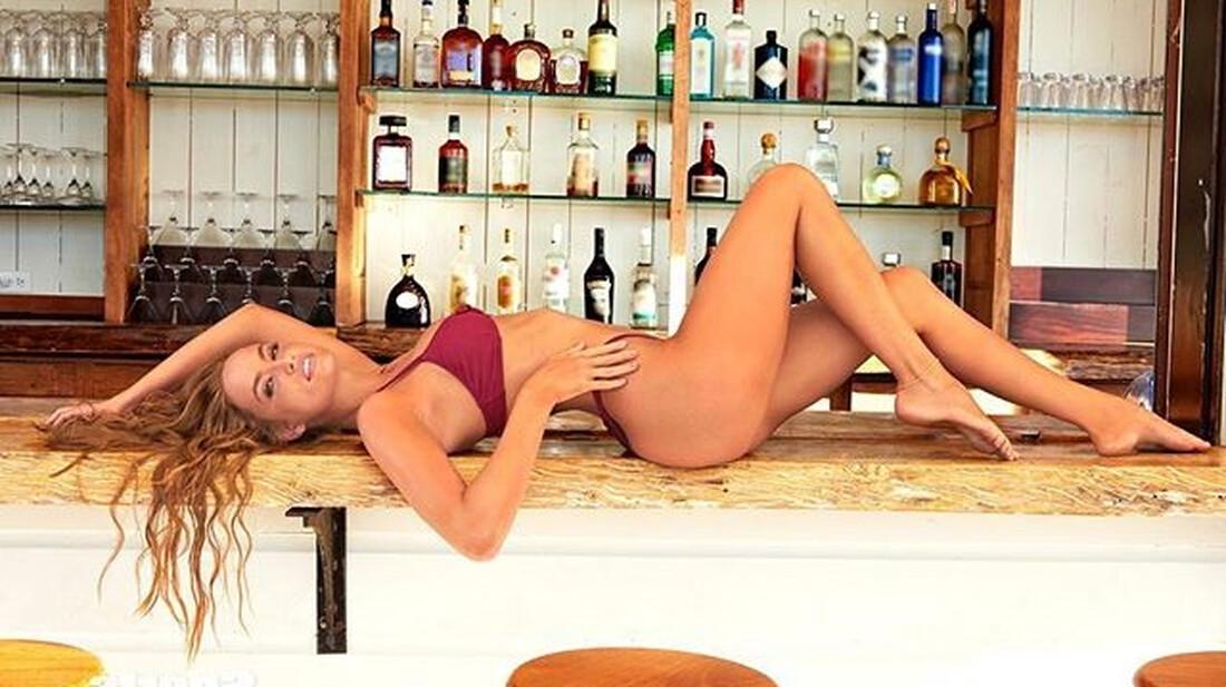 Η Haley Kalil είναι από τα αγαπημένα κορίτσια του Sports Illustrated