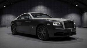 Η επετειακή Rolls-Royce σε προκαλεί να υποκλιθείς μπροστά της