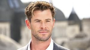 O Chris Hemsworth με το στυλ του δικαιώνει τους «good guys» ανά την υφήλιο