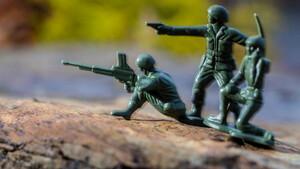 Για μία χούφτα στρατιωτάκια
