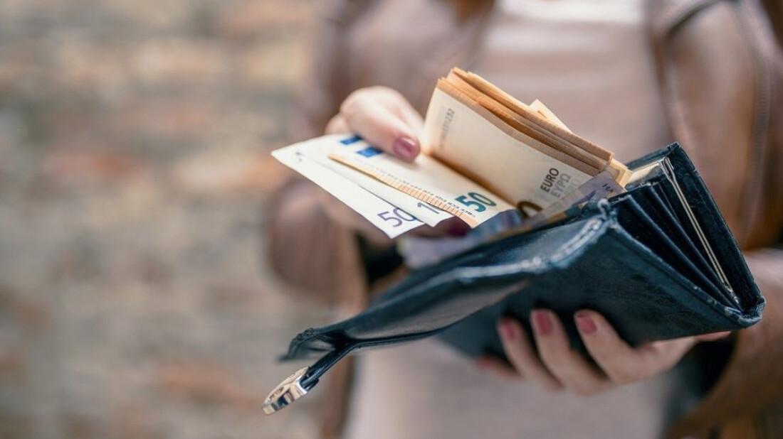 Και όμως: Δες τι επιδόματα έχουν δοθεί στην Ελλάδα! (pics)