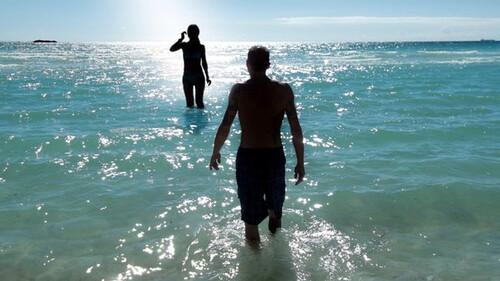 Πώς θα καταλάβετε αν η θάλασσα που κολυμπάτε είναι βρόμικη