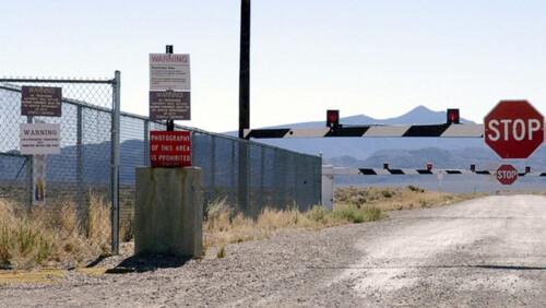 Στην Αμερική, o κόσμος ετοιμάζεται να εισβάλει στην Area 51