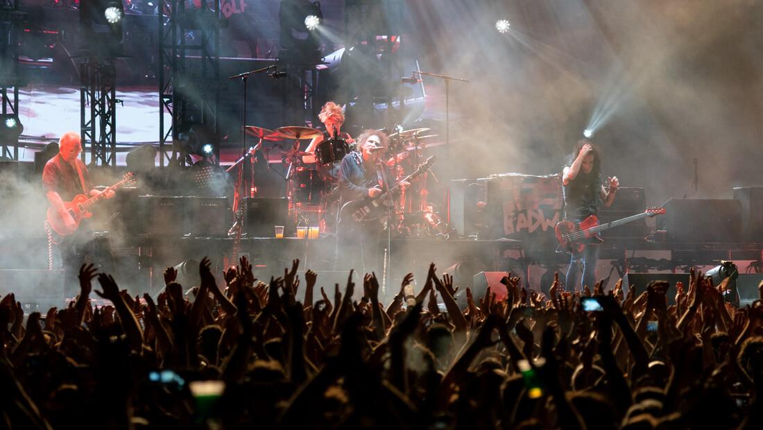 Η χθεσινή συναυλία των Cure είναι η μόνη θεραπεία για την βαρετή καθημερινότητα