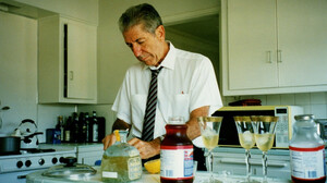Το κοκτέιλ που επινόησε ο Leonard Cohen, μοιάζει με την ποίησή του