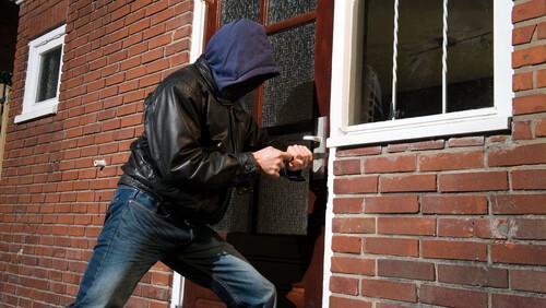Προσοχή: Αν δείτε αυτά τα σχέδια στην πόρτα του σπιτιού, σας παρακολουθούν!