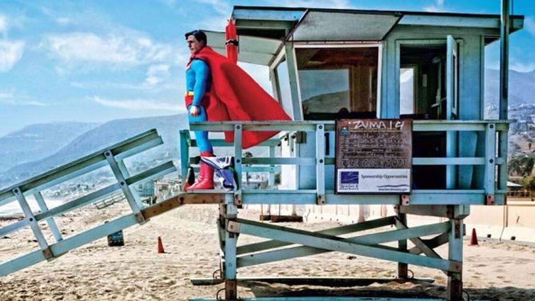 Έπος: Ο Σούπερμαν πήγε παραλία, ο Νταρθ Βέιντερ σε δημόσιες τουαλέτες!