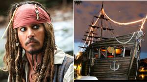 Τώρα μπορείς να νιώσεις σαν τον Jack Sparrow και να νοικιάσεις ένα πειρατικό πλοίο
