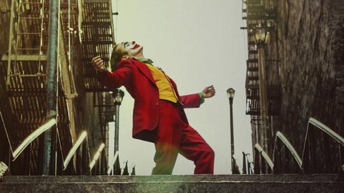To ταξίδι στην παράνοια του Joker ξεκινά