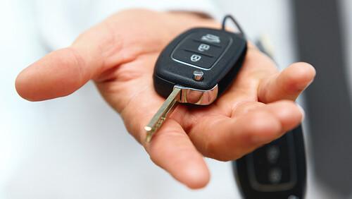 Εκεί πρέπει να βάζεις τα κλειδιά του αυτοκινήτου σε περίπτωση ληστείας!
