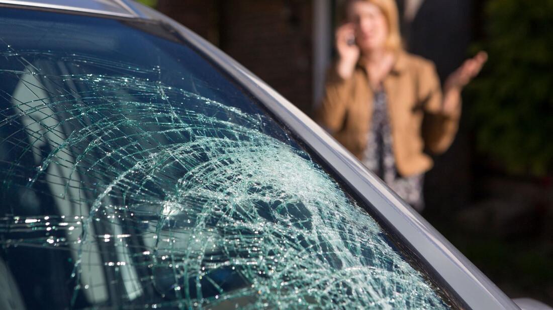 Ένα κόλπο για να μην σπάσει εντελώς το τζάμι του αυτοκινήτου σου