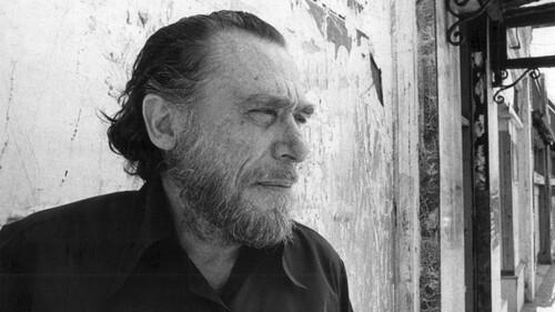 O Charles Bukowski μας έμαθε τα κοινά της ζωής με το γράψιμο