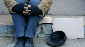Ένας εκατομμυριούχος που προτιμά να ζει ως άστεγος