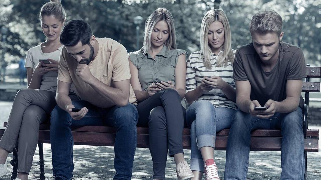 Πώς είναι να ανήκεις στην πιο μοναχική γενιά που είδε ποτέ η ανθρωπότητα