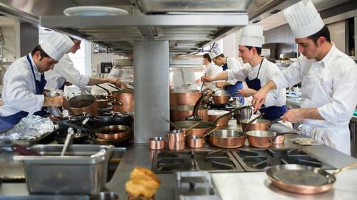Πόσο εύκολη είναι η ζωή στην κουζίνα των chefs;