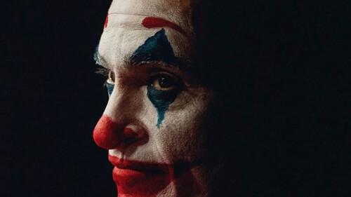 Μην πας για να δεις Τον Joker, γιατί δε θα τον δεις. This is not a Batman movie