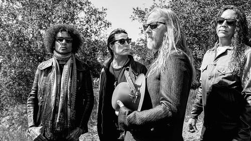 Προφανώς και αγοράζαμε το bourbon των Alice In Chains