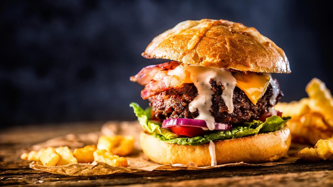 Πώς θα κάνεις νοστιμότερα τα burger που φτιάχνεις στο σπίτι
