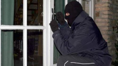 Μπήκαν σε σπίτι κι έκλεψαν το τζάκι