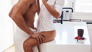 5 κινήσεις που πρέπει να κάνεις μετά το πρωινό σεξ