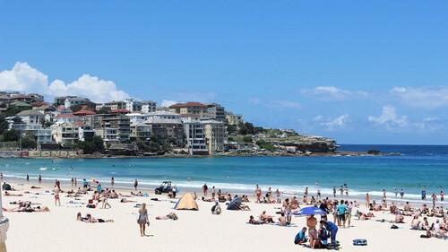 Φρίκη σε παραλία: Ούρλιαζαν με αυτό που ξέβρασε η θάλασσα
