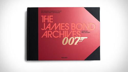 Όλα όσα πρέπει να ξέρεις για τις ταινίες τους James Bond σε ένα βιβλίο