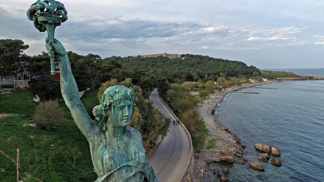 Σε ποια πόλη της Ελλάδας υπάρχει άγαλμα της Ελευθερίας