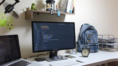Out of the backpack: Τρεις συντάκτες αποκαλύπτουν τι κουβαλούν κάθε μέρα στο γραφείο