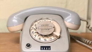 Μαθήτρια Λυκείου προσπάθησε να κάνει κλήση μη ψηφιακό τηλέφωνο και το αποτέλεσμα είναι ξεκαρδιστικό