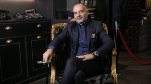 Γιώργος Παπαδόγαμβρος: Πώς είναι να σε ντύνει ο άνθρωπος που ράβει τον Γιάννη Αντετοκούνμπο