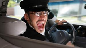 Το γέλιο κάνει κακό στην οδική συμπεριφορά