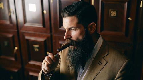 Πώς να καπνίσεις σωστά ένα πούρο χωρίς να φανείς πρωτάρης