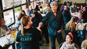 Στα εστιατόρια του Bon Jovi το μενού περιλαμβάνει φρέσκα υλικά, αξιοπρέπεια και σεβασμό