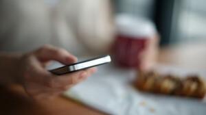 Winter calling: Ανανέωσε την γκαρνταρόμπα σου από την οθόνη του κινητού σου!